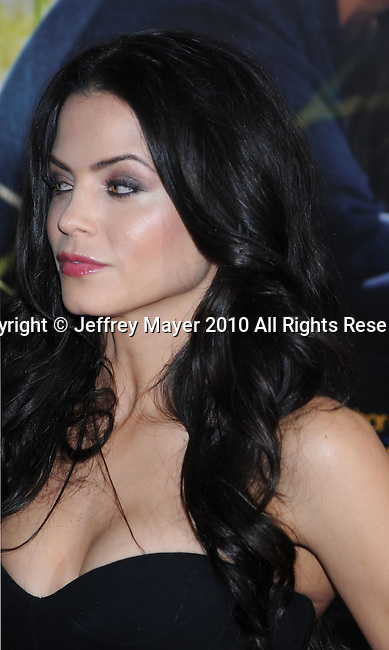 """HOLLYWOOD, CA. - February 01: Jenna Dewan arrives at the """"Dear John"""" World Premiere held at Grauman's Chinese Theatre on February 1, 2010 in Hollywood, California."""