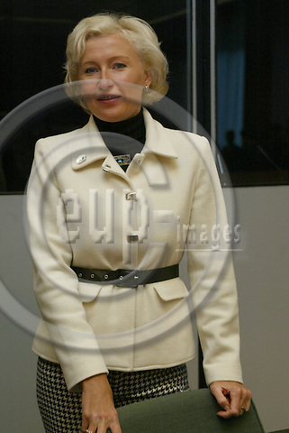 Belgium---Brussels---EU-Summit---italian presidency---Tour de Table/Round Table  17.10.2003.Kristiina OJULAND, Minister for Foreign Affairs, Estonia;               ..PHOTO:  / ANNA-MARIA ROMANELLI / EUP-IMAGES