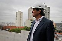 SÃO PAULO,SP,05 SETEMBRO 2013 - FERNANDO HADDAD MOOCA - O prefeito de São Paulo Fernando Haddad esteve na manhã desta quinta feira visitoriando as obras do Teatro Arthur Azevedo na Mooca.FOTO ALE VIANNA - BRAZIL PHOTO PRESS.