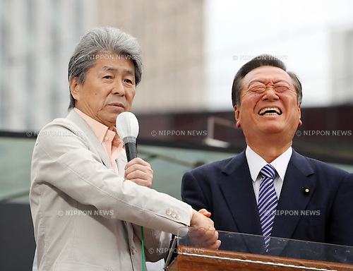 July 22, 2016, Tokyo, Japan - Shuntaro Torigoe (L), a candidate for the Tokyo gubernatorial election shakes hands with People's Life Party leader Ichiro Ozawa (R) as he delivers a campaign speech in Tokyo on Friday, July 22, 2016. Tokyo gubernatorial election will be held on July 31.     (Photo by Yoshio Tsunoda/AFLO) LWX -ytd-