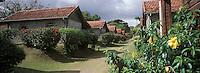 France/DOM/Martinique/Env. de Basse-Pointe: Plantation Leyritz (ancienne plantation fondée en 1700 par l'architecte Michel de Leyritz) - La rue des cases nègres