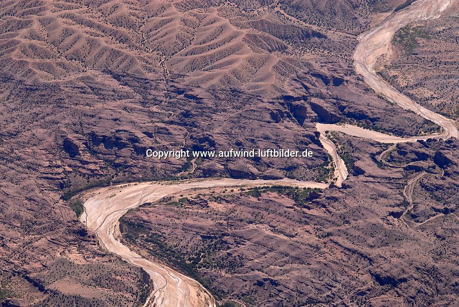 Flussbett: AMERIKA, VEREINIGTE STAATEN VON AMERIKA, NEW MEXICO,  (AMERICA, UNITED STATES OF AMERICA), 30.04.2011: vertocknetes Flussbett suedlich von Albuquerque, Wueste, art, Abstract, Abstraction, Abstracts, Abstrakt, Abstrakte, Abstraktion, Aerial, Aerial image, Aerial photo, Aerial Photograph, Aerial Photography, Aerial picture, Aerial View, Aerial Views,  America, Amerika, Art, Auf dem Land,  Aussen, Aussenansicht,  Bird eye, Blick von oben,  Country, Country-side, Countryside, Culture, Cultures, Draussen, Fine Art,  Form, From above, Kein mensch, Keine Menschen, Keine Person, Keine Personen, Kultur, Kulturell, Kulturen, Kunst, Laendlich, Laendliche, Laendliche Gegend, Laendliche Szene,  Landscape, Landscapes, Landschaft, Landschaften,  Luftansicht, Luftaufnahme, Luftaufnahmen, Luftbild, Luftbilder, Luftbildfotografie, Luftbildfotografien, Luftbildphotografie, Luftbildphotografien, Luftfoto, Luftfotos, Luftphoto, Luftphotos, Neu, Neue, Neuer, Neues, New, new Mexico, new mexiko, Niemand,  Outdoor, Outdoor, Life Outdoor, view Outdoors, Outside, Outsides, Outward, Perspective, United States United States of America, USA, Vereinigte Staaten Vereinigte Staaten von Amerika, Vogelperspektive, Vogelperspektiven,  Wueste, Sand, sandig, Landleben, Huegel und Berge oestlich des Rio Grande, Wueste,  USA, Vereinigte, Staaten, von Amerika, US, New Mexico, Mexiko, Wueste, trocken, vertrocknet, ausgetrocknet, Duerre, Landschaft, Landschaften, natur, Weite, endlos, Horizont, Wolke, Wolken, Berge, Bergland, Huegelland, Rio, Grand,