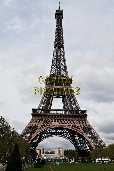 EIFFEL TOWER.Sights of Paris, France..April 2008.atmosphere gv g.v. general view iron Champ de Mars.CAP/SUS.©Davide Susa/Capital Pictures.