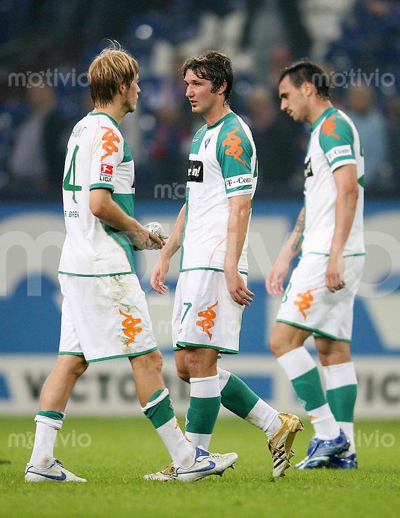 Fussball  1. Bundesliga    Saison 2006/2007   3. Spieltag FC Schalke 04 - SV Werder Bremen            Aaron HUNT, Christian SCHULZ und Hugo ALMEIDA (v.l., alle Bremen) sind nach dem Abpfiff enttaeuscht