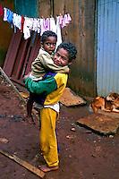 Crianças na favela de Heliópolis em São Paulo. 1995. Foto de Juca Martins.