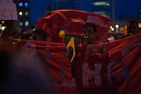 """SAO PAULO, SP, 22.05.2014 - ATO MST NO LARGO DO BATATA EM SP - Integrantes do Movimentos dos Trabalhadores Sem-Teto (MTST) ocupam o Largo da Batata, na zona oeste de São Paulo, para a manifestação com o tema """"Copa sem povo, tô na rua de novo"""", no fim da tarde desta quinta-feira, 22. Eles pretendem marchar até a Ponte Cidade Jardim e, depois, encerrar o ato na Ponte Estaiada, na zona sul da cidade, em protesto por moradia. (Foto: Warley Leite / Brazil Photo Press)."""