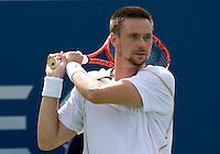 Robin Soderling (SWE) (12) Nikolay Davydenko (RUS) (8) in the fourth round. Soderling beat Davydenko 7-5 3-6 6-2 - Davydenko retired..International Tennis - US Open - Day 8 Mon 07 Sep 2009 - USTA Billie Jean King National Tennis Center - Flushing - New York - USA ..© Frey Images, Barry House 20-22 Worple Road, London, SW19 4DH..Tel - +44 208 947 0100.Cell - +44 7843 383 012