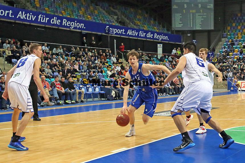 Stefan Ilzhöfer (Skyliners) gegen Ionana Tofi (aalstar)- Fraport Skyliners vs. Okapi Aalstar, Fraport Arena Frankfurt