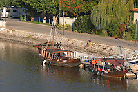 barco rabelo shipping boat pinhao douro portugal