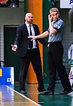 S&ouml;dert&auml;lje 2014-04-22 Basket SM-Semifinal 7 S&ouml;dert&auml;lje Kings - Uppsala Basket :  <br /> tr&auml;nare headcoach coach Vedran Bosnic diskuterar med domare Saulius Racys under matchen<br /> (Foto: Kenta J&ouml;nsson) Nyckelord:  S&ouml;dert&auml;lje Kings SBBK Uppsala Basket SM Semifinal Semi T&auml;ljehallen diskutera argumentera diskussion argumentation argument discuss domare referee ref tr&auml;nare manager coach