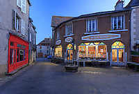 France, Indre (36), Saint-Beno&icirc;t-du-Sault, labellis&eacute; Les Plus Beaux Villages de France, caf&eacute; le soir // France, Indre, Saint Benoit du Sault, labelled Les Plus Beaux Villages de France (The Most beautiful<br /> Villages of France), place and cafe at night
