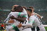 06.10.2019, Borussia Park , Moenchengladbach, GER, 1. FBL,  Borussia Moenchengladbach vs. FC Augsburg,<br />  <br /> DFL regulations prohibit any use of photographs as image sequences and/or quasi-video<br /> <br /> im Bild / picture shows: <br /> 1:0 fuer Gladbach durch Denis Zakaria (Gladbach #8), Torjubel / Jubel / Jubellauf,    die Mannschaft freut sich <br /> <br /> Foto © nordphoto / Meuter