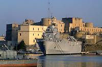 - approdo navi della Marina Militare,  nave da sbarco anfibio S.Marco....- landing place of Italian Navy ships, amphibious assault ship S.Marco