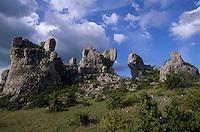 "Europe/France/Midi-Pyrénées/12/Aveyron/Larzac : Rocher ruiniformes au ""Rajat del Corp"""