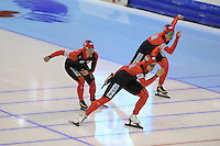 SCHAATSEN: HEERENVEEN: IJsstadion Thialf, 18-11-2012, Essent ISU World Cup, Season 2012-2013, Ladies Team Pursuit, Claudia Pechstein, Stephanie Beckert, Isabelle Ost (GER), ©foto Martin de Jong