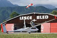 ASH 26 vor der Halle von Lesce Bled: SLOWENIEN , 18.05.2015ASH 26 vor der Halle von Lesce Bled