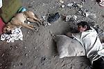 """Un nino en situacion de calle duerme junto a su perro bajo el puente vehicular de Marina Nacional y Melchor Ocampo de la ciudad de Mexico, el 26 de abril de 2002. Los ninos en situacion de calle viven bajo el acoso policiaco de la delegacion Miguel Hidalgo lo que ha provocado accidentes entre ellos al evitar ser arrestados. Muchos de esos ninos son adictos a la """"piedra"""", la cula consiguen a bajo precio y les inhibe las ganas de comer. LA JORNADA/ Heriberto Rodriguez"""