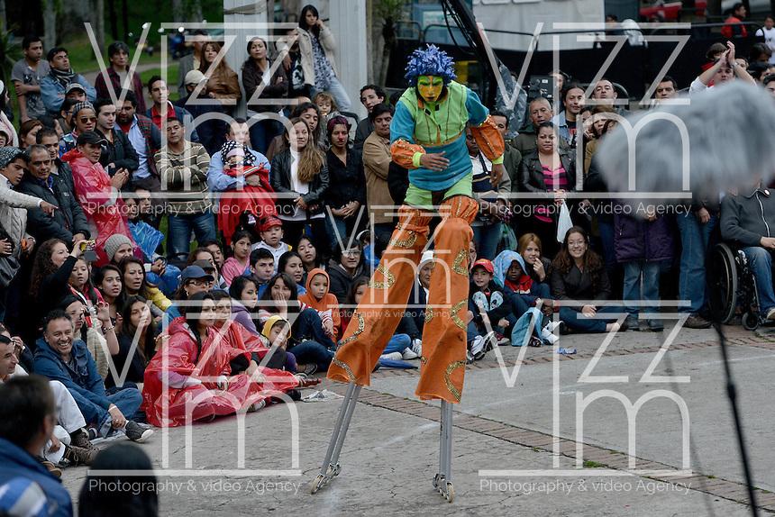 """BOGOTÁ-COLOMBIA-19-04-2014. Presentación de la obra """"Sueños Encantados"""" de Fundación Teatral Chiminigagua, Colombia, realizado en el Parque Nacional de Bogotá y que forma parte de la programación del XIV Festival Iberoamericano de Teatro de Bogotá 2014./  Play """"Sueños Encantados"""" of  the Theatrical Foundation Chiminigagua, Colombia, performed at Parque Nacional of Bogota as a part of  schedule of the XIV Ibero-American Theater Festival of Bogota 2014.  Photo: VizzorImage/ Gabriel Aponte /Staff"""