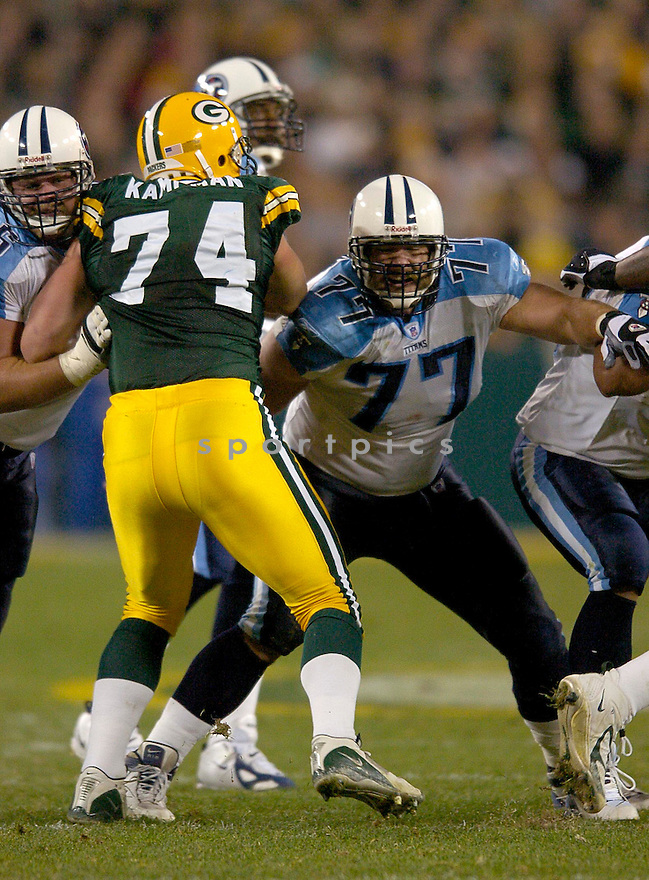 Justin Hartwig durng the Titans v. Packers game on October 11, 2004...Titans win 48-27..Chris Bernacchi / SportPics