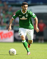 FUSSBALL   1. BUNDESLIGA   SAISON 2013/2014   2. SPIELTAG SV Werder Bremen - FC Augsburg       11.08.2013 Mehmet Ekici (SV Werder Bremen) am Ball