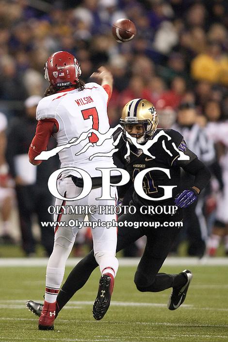 NOV 10, 2012:  Washington's Travis Feeney against Utah.  Washington defeated Utah  34-15 at CenturyLink Field in Seattle, WA...