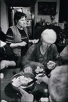 Europe/France/Midi-Pyrénées/12/Aveyron/Bozouls : Repas de tripoux trés matinal, avant l'aube de la famille Rieucau avant le départ de la transhumance en Aubrac