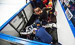 Stockholm 2014-08-21 Ishockey CHL Djurg&aring;rdens IF - Fribourg-Gotteron  :  <br /> Djurg&aring;rdens m&aring;lvakt Mikael Tellqvist  har problem med benskydden utrustningen och f&aring;r hj&auml;lp av Djurg&aring;rdens materialf&ouml;rvaltare i b&aring;set under matchen<br /> (Foto: Kenta J&ouml;nsson) Nyckelord:  Djurg&aring;rden Hockey Hovet CHL Fribourg Gotteron