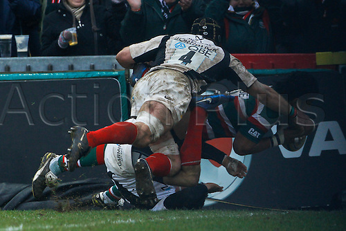 05.03.2011 Manu Tuilagi scores the only try of the game.  Rugby Union Aviva Premiership from Welford Road.  Final score: leicester Tigers 14-15 Saracens.