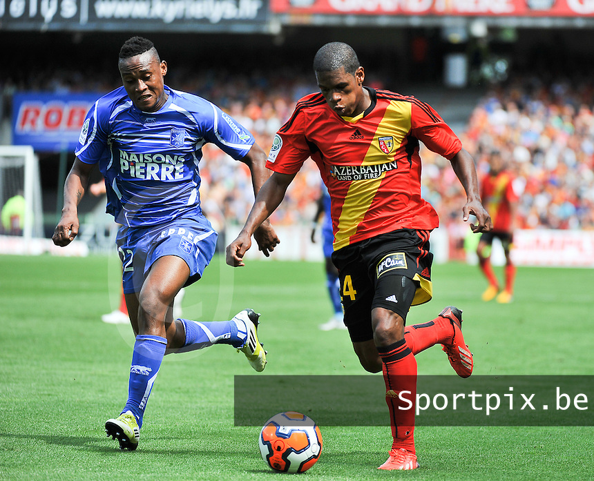 RC Lens - AJ Auxerre : Ludovic Baal (right) on the ball before his defender Prince Segbefia (left)<br /> foto David Catry / nikonpro.be