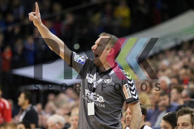 Flensburg, 05.04.2015, Sport, Handball, DKB Handball Bundesliga, Saison 2014/2015, GWD Minden - SG Flensburg-Handewitt : Frank Carstens (GWD Minden, Trainer)<br /> <br /> Foto &copy; P-I-X.org *** Foto ist honorarpflichtig! *** Auf Anfrage in hoeherer Qualitaet/Aufloesung. Belegexemplar erbeten. Veroeffentlichung ausschliesslich fuer journalistisch-publizistische Zwecke. For editorial use only.