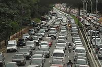 SAO PAULO, SP, 27 MARCO 2013 - TRANSITO EM SAO PAULO - Transito intenso no sentido zona norte da 23 de maio na altura do Paraiso regiao central da cidade nesta quarta 27. (FOTO: LEVY RIBEIRO / BRAZIL PHOTO PRESS)