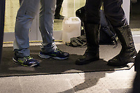 SÃO PAULO,SP, 12.11.2015 - PROTESTO-ESTUDANTES - Estudantes ocupam a Escola Estadual Fernão Dias no bairro de Pinheiros, na zona oeste de São Paulo, em ato contra o fechamento de escolas e o plano de reestruturação do ensino proposto pelo governo Geraldo Alckmin (PSDB) para 2016, na madrugada desta quinta-feira (12). A ocupação já dura mais de 60 horas. (Foto: Douglas Pingituro/Brazil Photo Press)