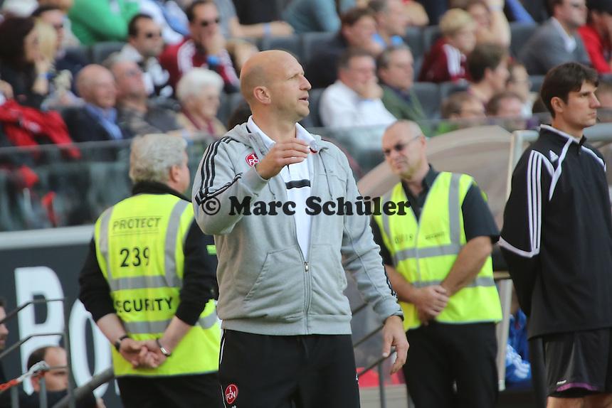 Interimstrainer Roger Prinzen (Nürnberg) regt sich auf - Eintracht Frankfurt vs. 1. FC Nuernberg,