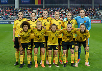 20181009 – BIEL BIENNE , SWITZERLAND : Belgian team posing for the teampicture with Laura De Neve ,  Aline Zeler , Tine De Caigny , Julie Biesmans , Maud Coutereels , Nicky Evrard , Kassandra Missipo , Janice Cayman , Davina Philtjens , Laura Deloose and Tessa Wullaert before  the female soccer game between Switzerland and the Belgian Red Flames , the second leg in the semi finals play offs for qualification for the World Championship in France 2019 ; the first leg ended in equality 2-2 ;  Tuesday 9 th october 2018 at The Tissot Arena  in BIEL BIENNE , Switzerland . PHOTO SPORTPIX.BE | DAVID CATRY