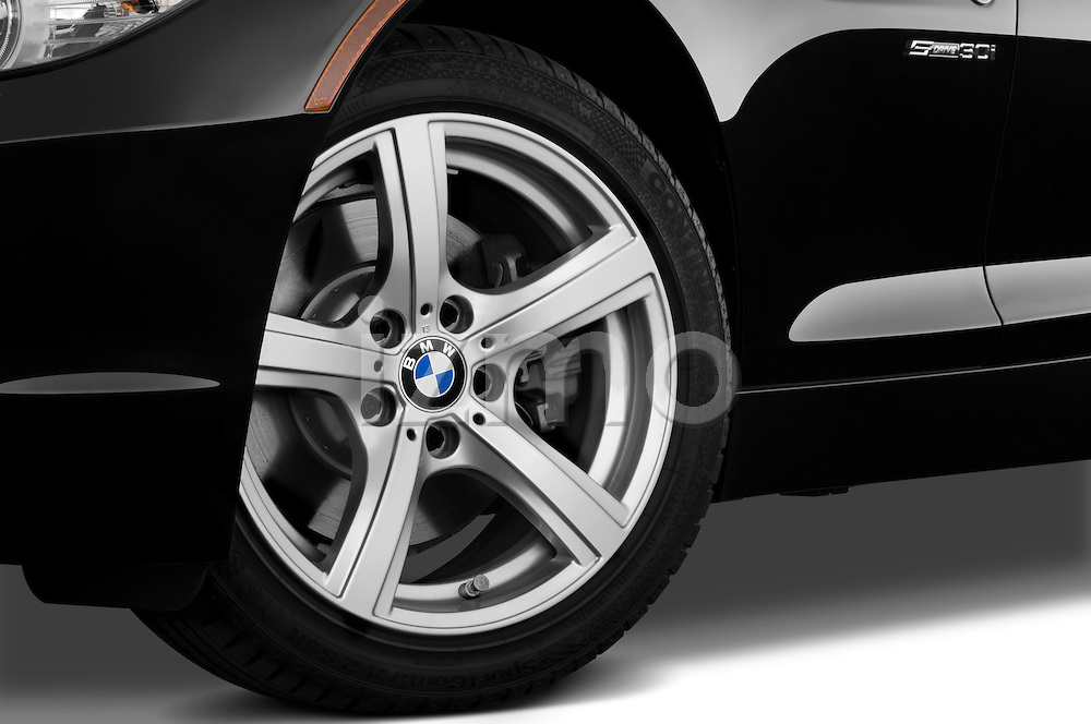 Tire and wheel close up detail view of a 2009 BMW Z4 3.0i