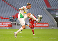 13th June 2020, Allianz Erena, Munich, Germany; Bundesliga football, Bayern Munich versus Borussia Moenchengladbach;  Christoph Kramer (Borussia Mönchengladbach) controls a high ball