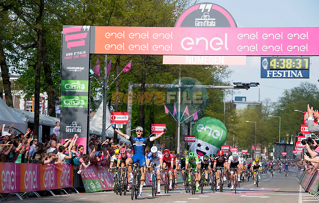 Marcel Kittel (GER) Etixx-Quick Step outsprints the bunch to win Stage 2 of the 2016 Giro d'Italia running 190km from Arnhem to Nijmegen, The Nethrerlands. 7th May 2016.<br /> Picture: ANSA/Claudio Peri | Newsfile<br /> <br /> <br /> All photos usage must carry mandatory copyright credit (&copy; Newsfile | ANSA/Claudio Peri)