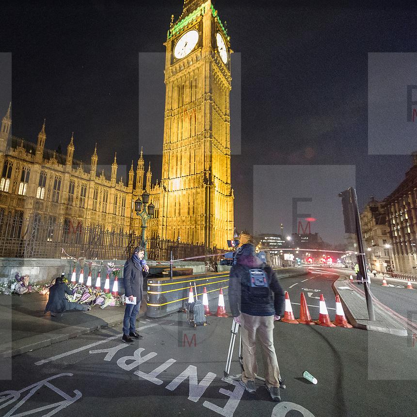 Londra il giorno dopo l'incidente a Westminster.<br /> Troupe della RAI davanti al Big Ben, molto vicina al luogo dell'incidente<br /> <br /> London: the day after the accident in Westminster. An Italian television crew in front of the Big Ben, very close at the accident site.