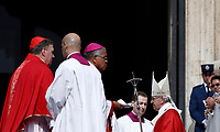 Papa Francesco arriva in Piazza San Pietro per celebrare la Messa della Solennit&agrave; dei Santi Pietro e Paolo, Citta' del Vaticano, 29 giugno, 2017.<br /> Pope Francis arrives to celebrate a mass for the imposition of the Pallium upon the new metropolitan archbishops and the solemnity of Saints Peter and Paul in St. Peter's Square at the Vatican, on June 29, 2017.<br /> UPDATE IMAGES PRESS/Isabella Bonotto<br /> <br /> STRICTLY ONLY FOR EDITORIAL USE