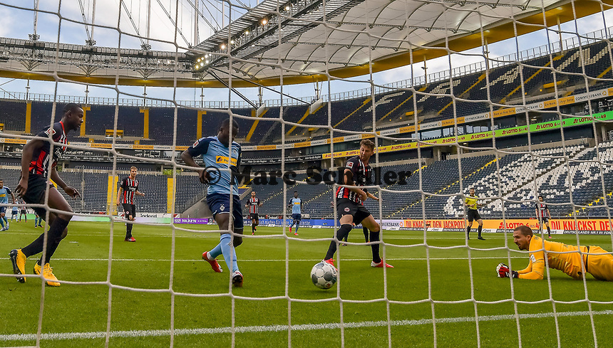 Goal scored, Tor zum 0:2 durch Marcus Thuram (Borussia Moenchengladbach) - 16.05.2020, Fussball 1.Bundesliga, 26.Spieltag, Eintracht Frankfurt  - Borussia Moenchengladbach emspor, v.l. Stadionansicht / Ansicht / Arena / Stadion / Innenraum / Innen / Innenansicht / Videowall<br /> <br /> <br /> Foto: Jan Huebner/Pool VIA Marc Schüler/Sportpics.de<br /> <br /> Nur für journalistische Zwecke. Only for editorial use. (DFL/DFB REGULATIONS PROHIBIT ANY USE OF PHOTOGRAPHS as IMAGE SEQUENCES and/or QUASI-VIDEO)