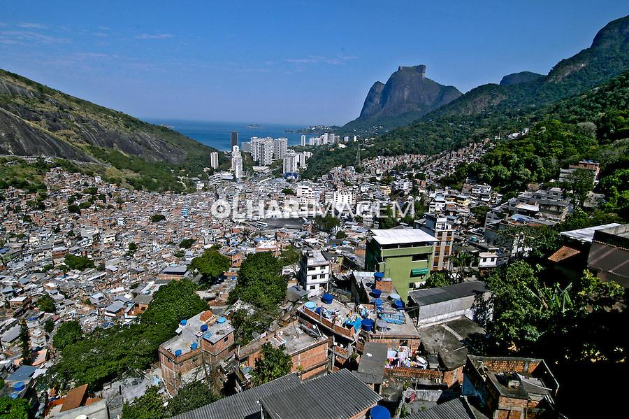 Favela da Rocinha em São Conrado. Rio de Janeiro. 2005. Foto de Luciana Whitaker.