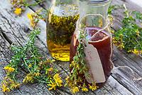 Johanniskrautöl, Johanniskraut-Öl, Rotöl, Johannisöl, Hyperici oleum, Oleum Hyperici, wird aus Johanniskrautblüten in Öl gewonnen. St. John's wort oil. Tüpfel-Johanniskraut, Echtes Johanniskraut, Johanniskraut, Durchlöchertes Johanniskraut, Tüpfeljohanniskraut, Tüpfel-Hartheu, Hartheu, Hypericum perforatum, St. John´s Wort, Tipton's weed, rosin rose, goatweed, chase-devil, Klamath weed, Le millepertuis perforé, millepertuis commun, millepertuis officinal