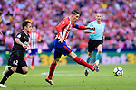 Fernando Torres of Atletico de Madrid (R) looks to bring the ball down during the La Liga match between Atletico Madrid and Eibar at Wanda Metropolitano Stadium on May 20, 2018 in Madrid, Spain. Photo by Diego Souto / Power Sport Images