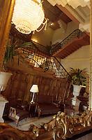 Asie/Inde/Bombay : Hôtel Taj Mahal Palace - L'escalier