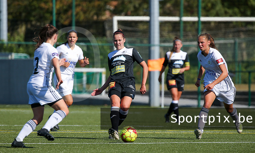 20190921 – LEUVEN, BELGIUM : E. Aalst's Elien van Wynendale (with the ball) and OHL's Zoe Dejarden (right) ar epictured during a women soccer game between  Oud Heverlee Leuven Ladies B and Eendracht Aalst Ladies on the fourth matchday of the Belgian Division 1 season 2019-2020, the Belgian women's football  national division 1, Saturday 21th September 2019 at the Bruinveld Youth Complex, Domeinstraat in Leuven , Belgium. PHOTO SPORTPIX.BE | SEVIL OKTEM