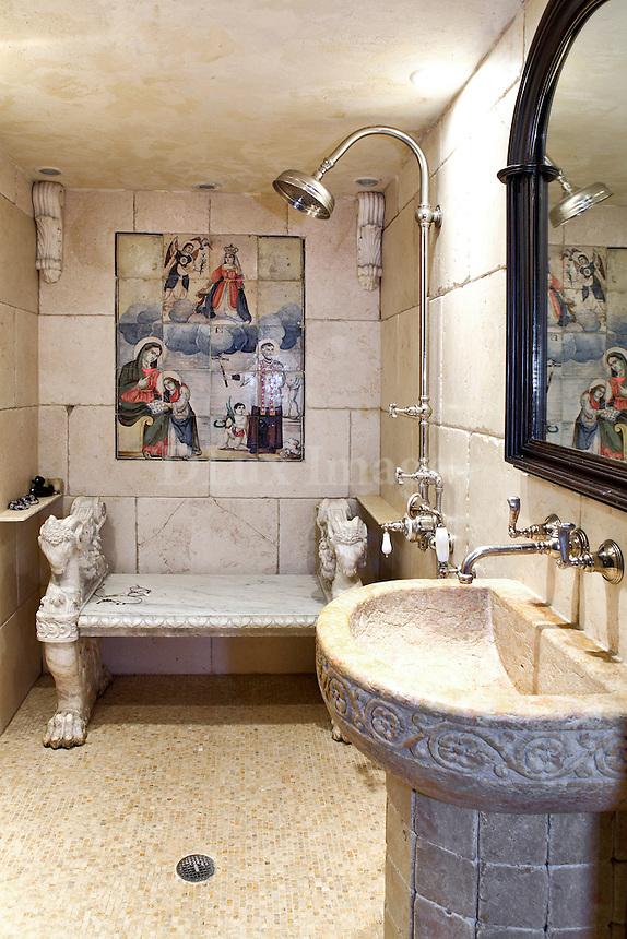 baroque style bathroom