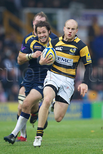 31.10.2010 Wasps player Joe Simpson goes for the try in the Aviva Premiership rugby Leeds Carnegie v London Wasps