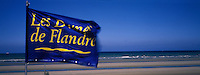 Europe/France/59/Nord/Bray-Dunes : Drapeau enseigne club de plage