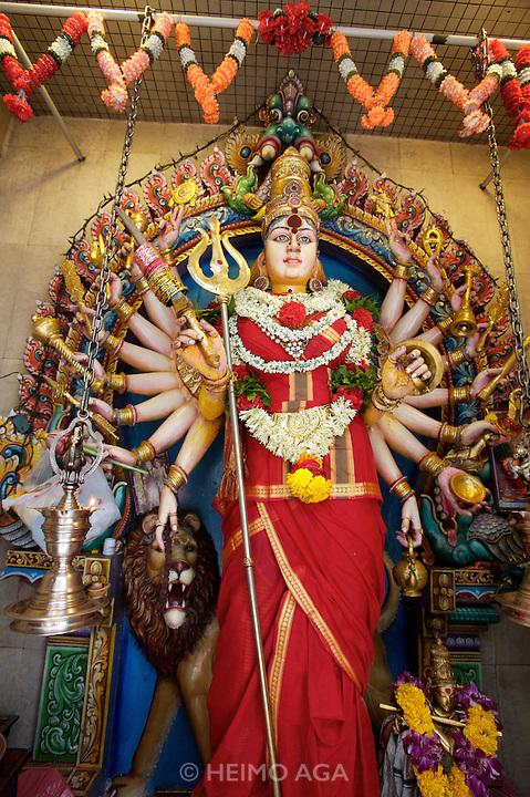 Little India. Serangoon Road, Sri Veeramakaliamman Kali temple.