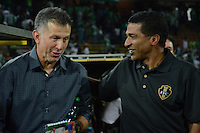 MEDELLIN - COLOMBIA -13-04-2014: Juan C Osorio (Izq.), tecnico de Atletico Nacional y Alexis Garcia (Der.), técnico de Fortaleza FC al termino del partido Atletico Nacional y Fortaleza FC por la fecha 17 de la Liga Postobon I 2014 en el estadio Atanasio Girardot de la ciudad de Medellin.  / Juan C Osorio (L), coach of Atletico Nacional and Alexis Garcia (R), coach of Fortaleza FC, at the end of a match Atletico Nacional and Fortaleza FC for the date 17th of the Liga Postobon I 2014 at the Atanasio Girardot stadium in Medellin city. Photo: VizzorImage  / Luis Rios / Str.